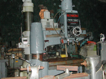 250 mm heavy duty horizontal band saw powers up and down. Make unknown but a well made machine